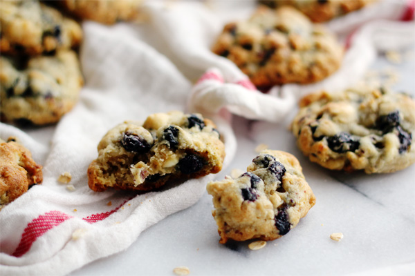 White Chocolate Chip & Blueberry Oatmeal Cookies | Clara Persis